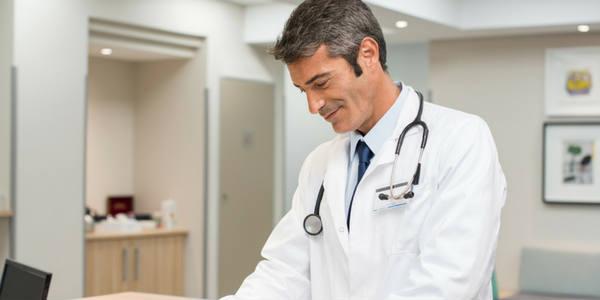 Sonhar com médico