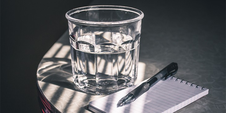 Como ver o futuro no copo de água
