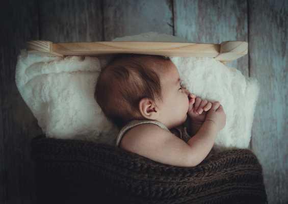 Simpatia para bebê dormir