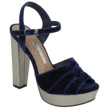 Sandália em tecido 17-7305
