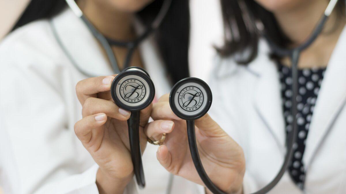 Convênios médicos: ainda usamos esse termo?
