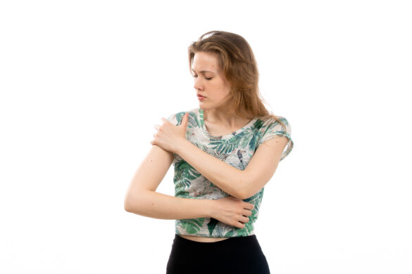 Descubra o que pode causar dor no ombro direito!