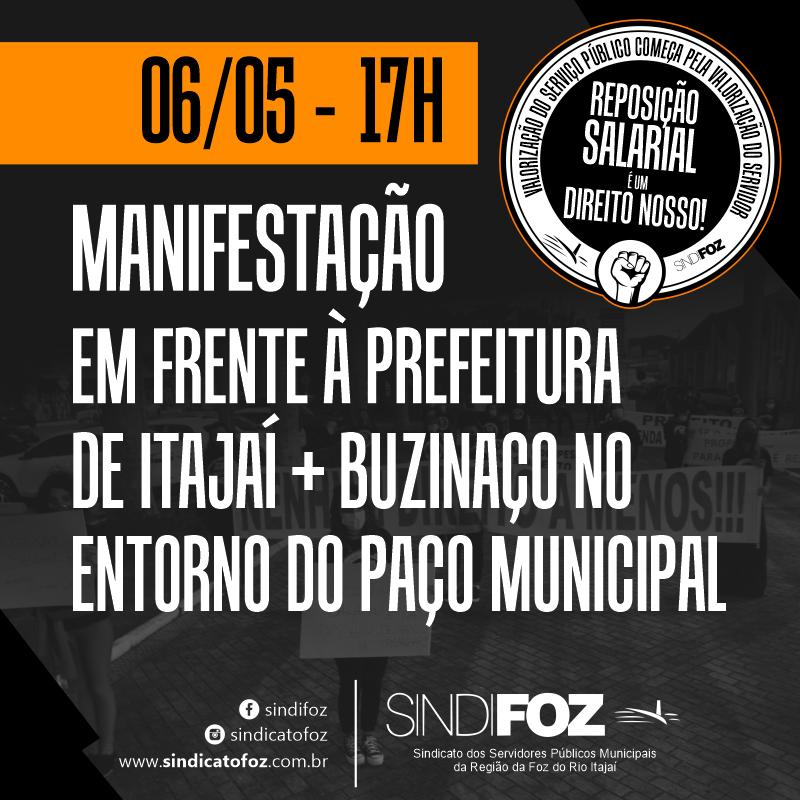 Manifestação em frente à prefeitura de Itajaí nesta quinta-feira