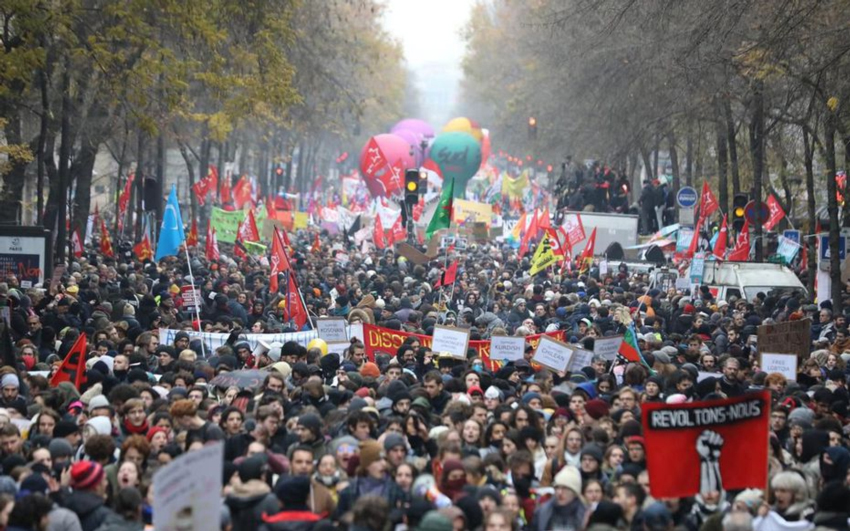 Greve Geral força governo da França a recuar na reforma da Previdência