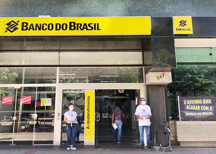 Dia de Luta contra a reestruturação do BB mobiliza funcionários em Londrina