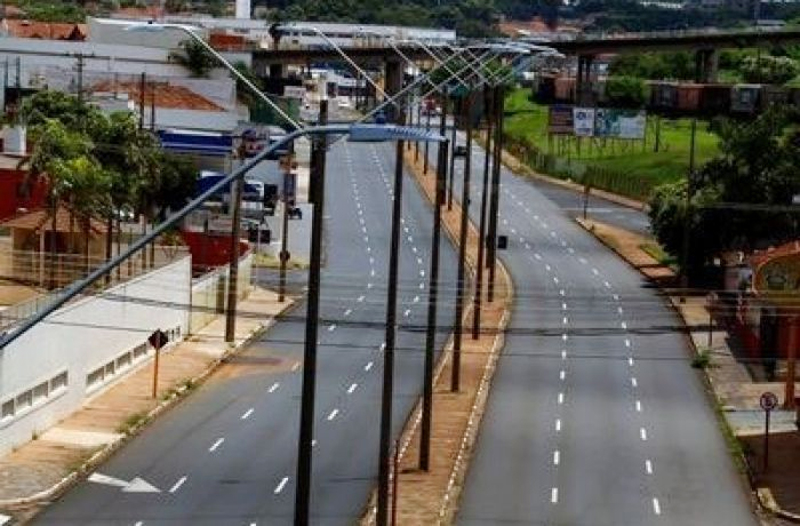 Após pior mês, especialistas defendem lockdown no País para salvar 22 mil vidas