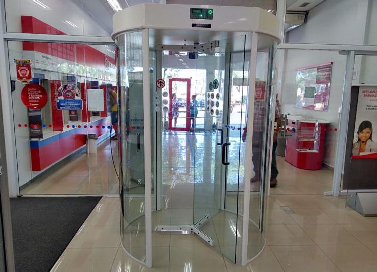Fetec-CUT/PR é contra PL que desobriga instalação de portas giratórias em bancos