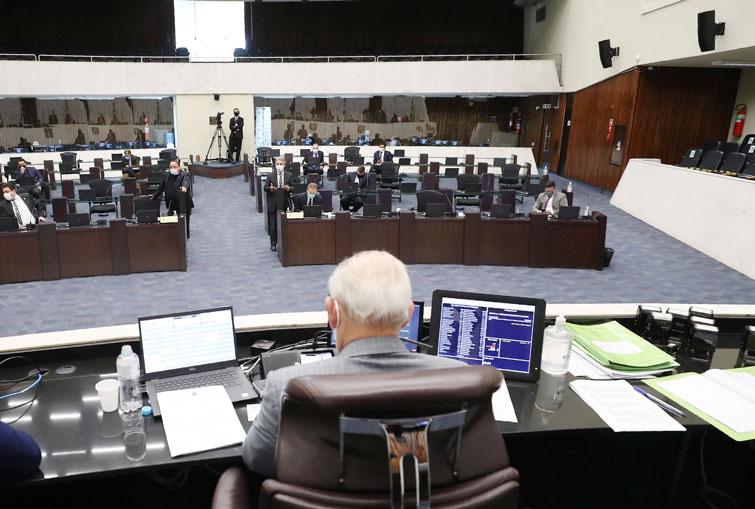 Projeto de Lei que prevê retirada de porta giratória nos bancos é aprovado no Paraná