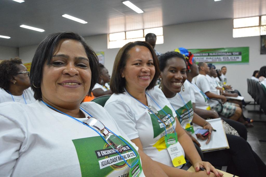 Na imagem, da esquerda para a direita, a diretora de Políticas Sociais Rosangela Rocha, a vice-presidenta Alexsandra Nogueira e a diretora Darlana Morgana