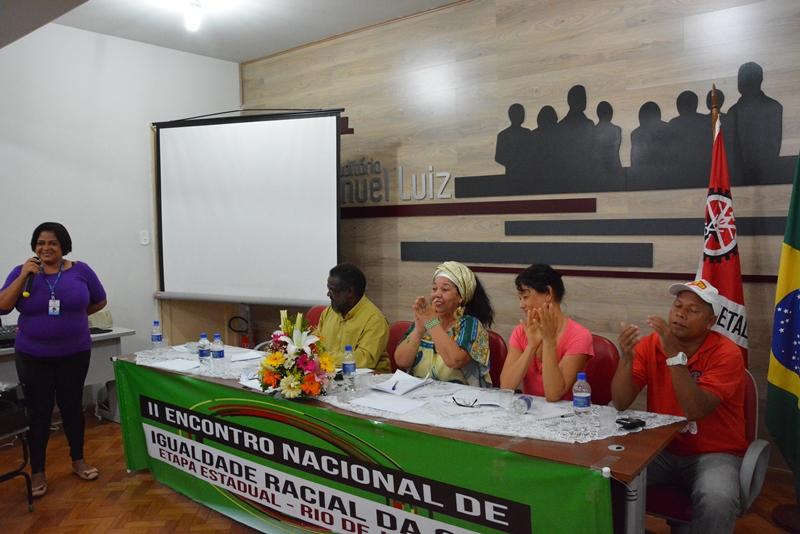 A diretora de Políticas Sociais Rosângela Rocha fez a saudação do SECRJ ao evento