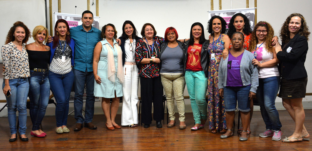 Da esquerda para direita:   Natália Trindade (UJS), Sônia Moraes (Sindicato), Adriana Alves (Sindicato), Marcio Ayer (Sindicato), Sandra Nogueira (Sindicato), Adriana Mello (TJ/RJ), Ana Rocha (Sindicato), Rosângela Rocha (Sindicato), Daniele Santos (Sindicato), Ana Paula (Sindicato), Janaina Maia (Sindicato), Pâmela Martins (Sindicato), Cátia Branco (CTB) e Naná Procópio (Sintsama) | Foto: Diego Cotta/Comerciários