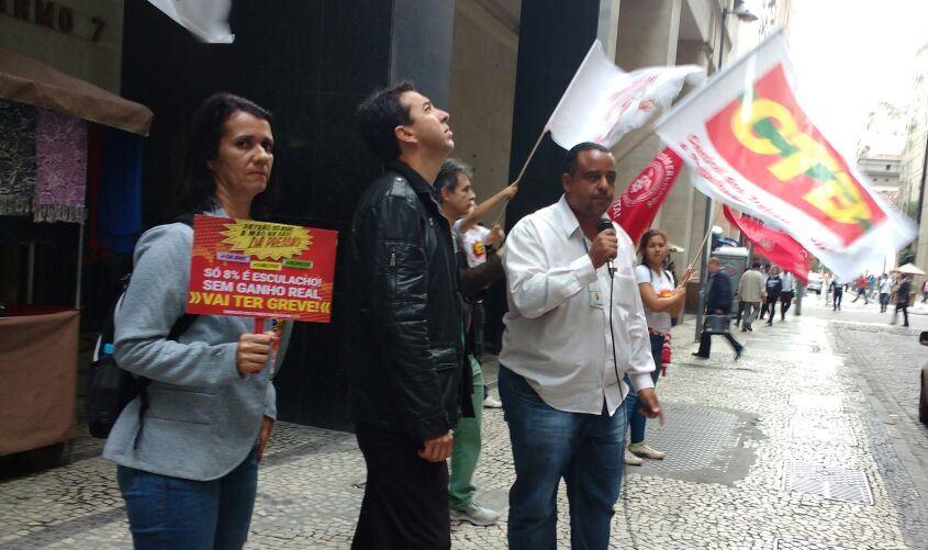Diretores e assessores do Sindicato durante a caminhada pelas ruas do Centro