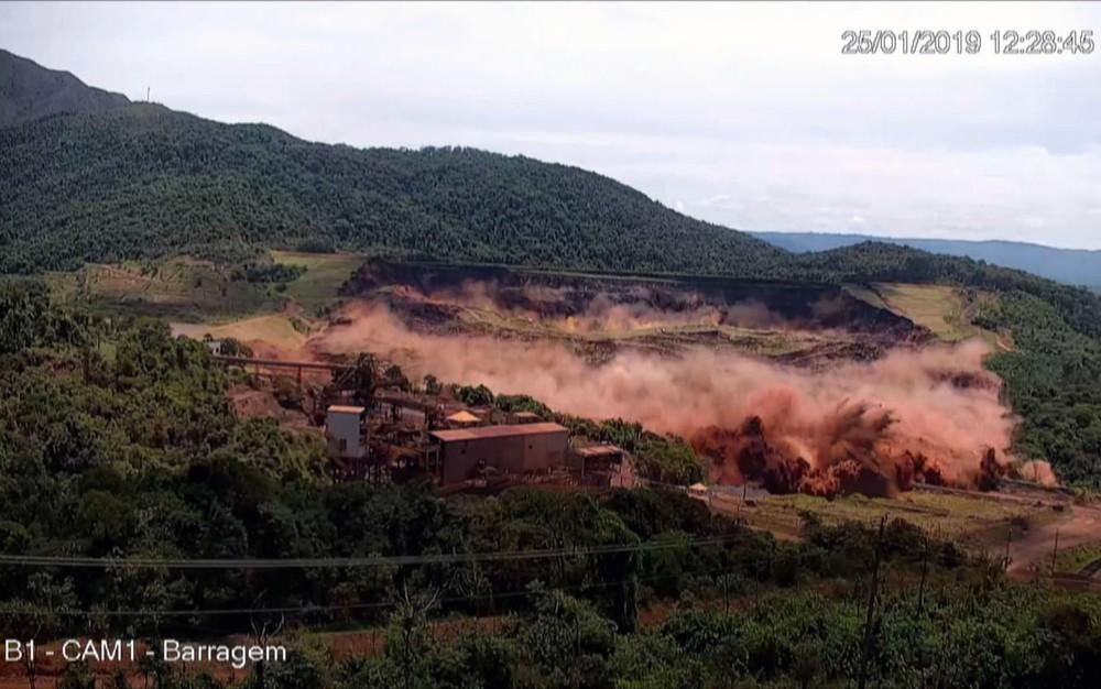 Após mais de 280 dias de buscas, bombeiros encontram parte de corpo em Brumadinho