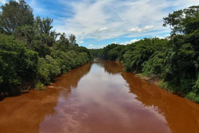 Justiça paralisa obras de captação no rio Paraopeba, próximo a Brumadinho