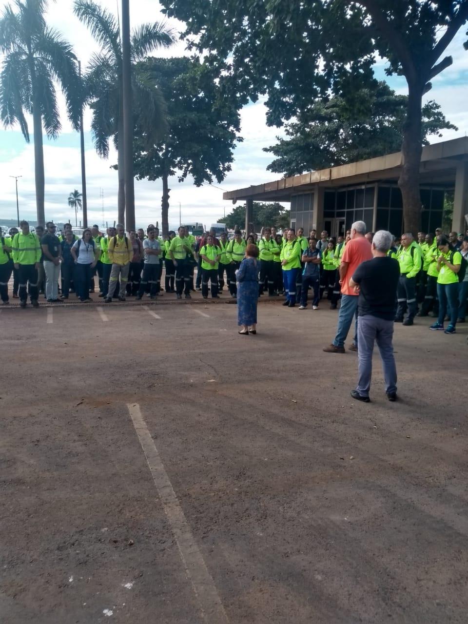 """Stiquifar faz """"porta de fábrica"""" para pedir a união dos trabalhadores da Mosaic Fertilizantes"""