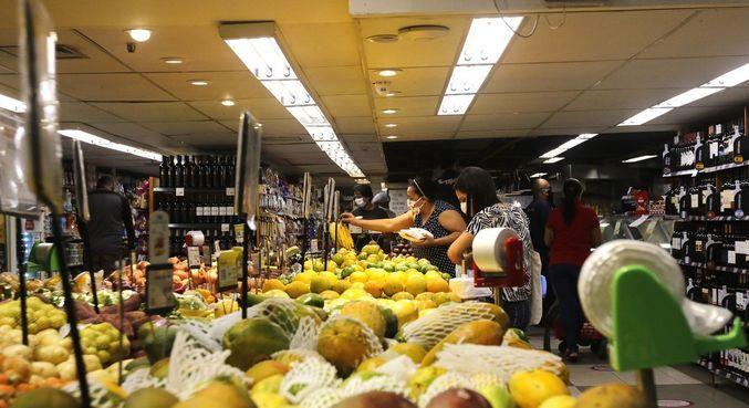 70% dos trabalhadores gastam mais com alimentação na pandemia