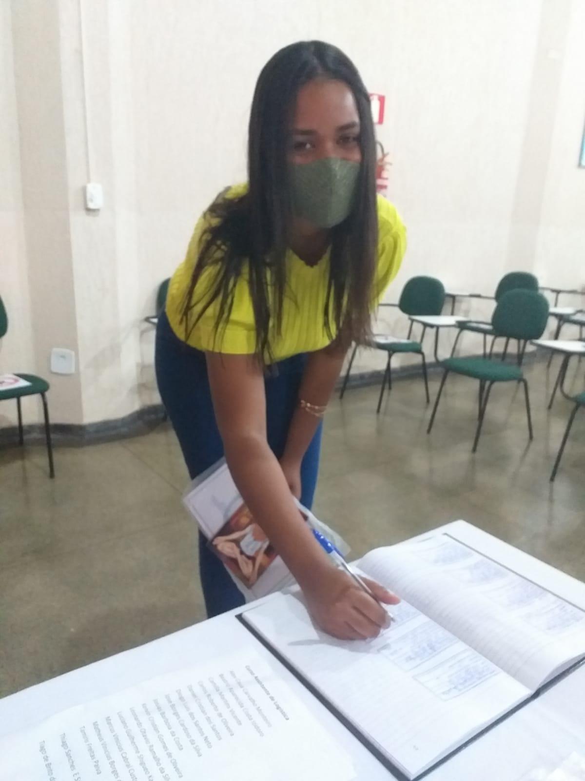 IEPT/Stiquifar entrega os certificados de conclusão dos cursos de Assistente Administrativo e Logística