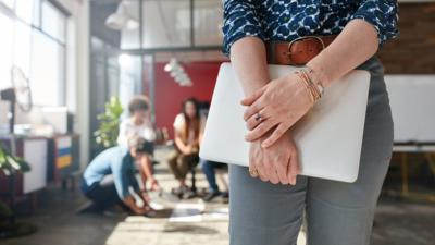Quer sair do seu emprego para poder abrir o seu próprio negócio e passar mais tempo com os filhos? Confira se é o momento para empreender!