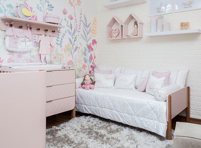 Quarto floral para menina - cama